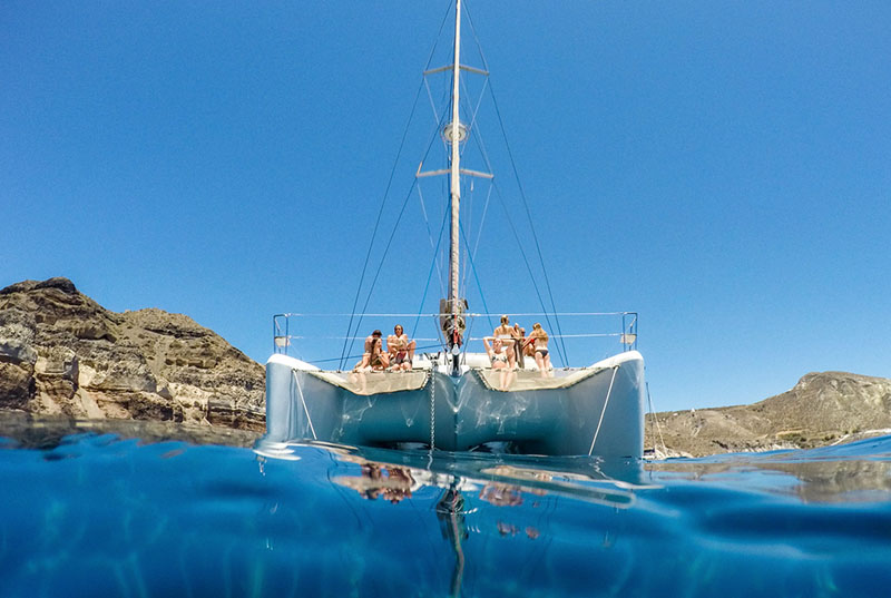 sail around santorini